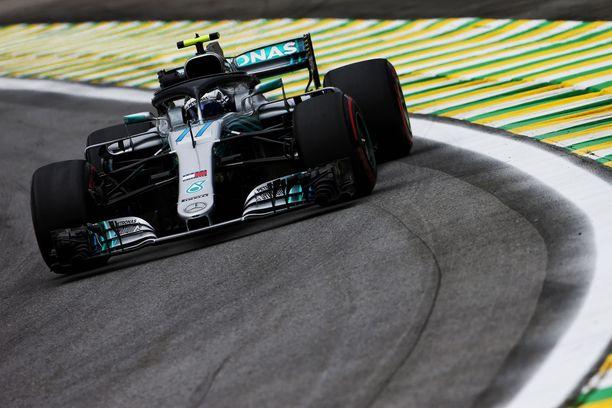 Valtteri Bottas valloitti Brasilian GP:n kakkostreenien ykköstilan.