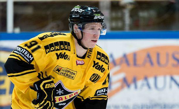 Janne Keränen tykitti Kisapuistossa hattutempun.