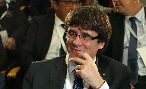 Katalonian itsehallinnon johtaja Carles Puigdemont antoi epämääräisen vastauksen muutama minuutti ennen määräajan umpeutumista.