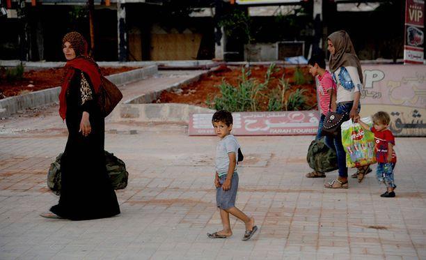 Syyrian demokraattiset voimat -liittouman mukaan viimeisetkin siviilit pääsivät sunnuntain vastaisena yönä pakenemaan Syyrian Raqqasta.