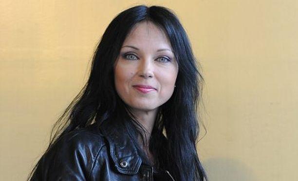 Katariina Souri hämmästelee, miksi kultturiministeri arvostelee yksittäistä artistia.