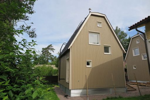 Minitalossa on asuinpinta-alaa 40 neliötä. Alakerrassa on tupakeittiö ja kylpyhuone, yläkerrassa makuu- ja oleskelutilat.