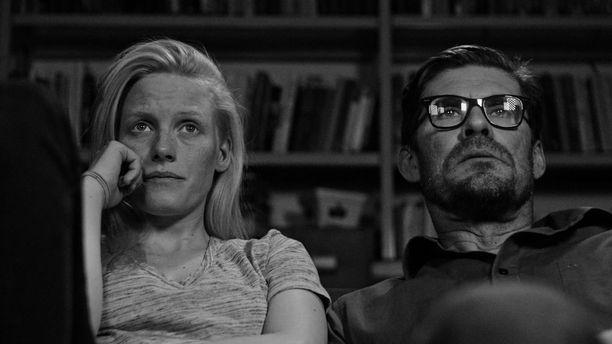 Laura Birn ja Tommi Korpela näyttelevät Tyhjiön pääosat. Heidän lisäkseen mukana on muitakin eturivin näyttelijöitä kuten esimerkiksi Minna Haapkylä, Pihla Viitala ja Kari Heiskanen.
