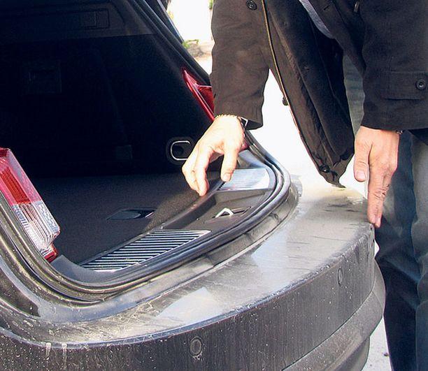 PULMA Pitkä takapuskurin pinta on altis vaurioille ja sotkee puntit lastatessa.