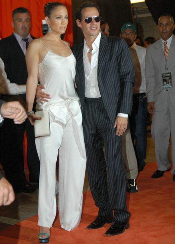 Jennifer Lopezin housuasu muistutti pyjamaa.