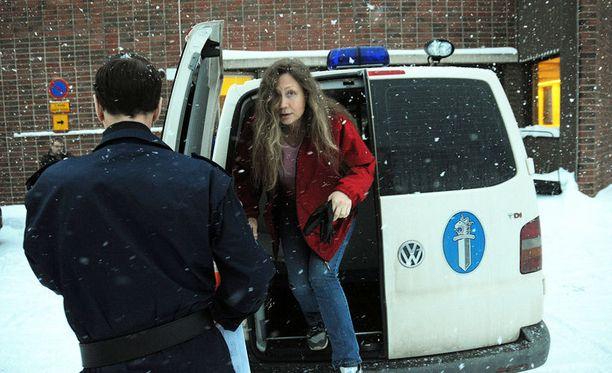 Helmikuu 2010. Anneli Auerin vangitsemista jatkettiin. Auer olisi halunnut vapaaksi lastensa takia.