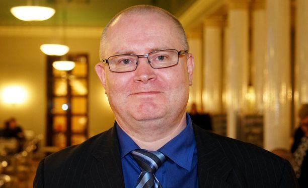 Oikeusministeri Jari Lindström ei aio valvoa Yhdysvaltojen presidentinvaalien takia.