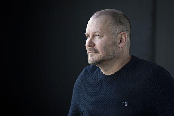Janne Virtanen juontaa myös Radio Novan lähetyksiä välillä useammin ja välillä harvemmin ja nauttii työstään radion parissa.