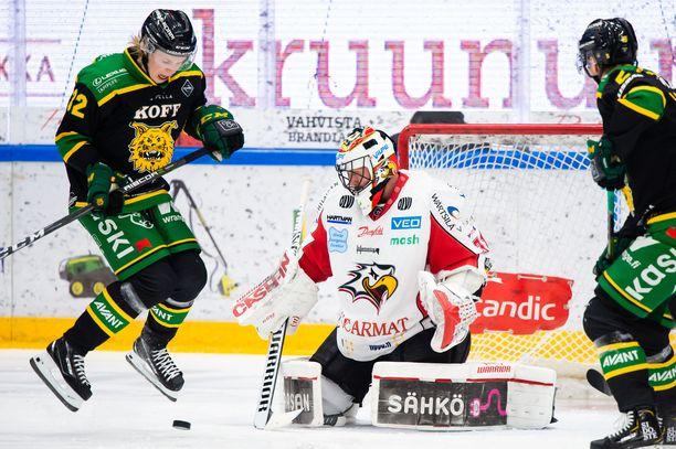 Joona Ikonen (vasemmalla) iski keskiviikkona kaksi maalia.