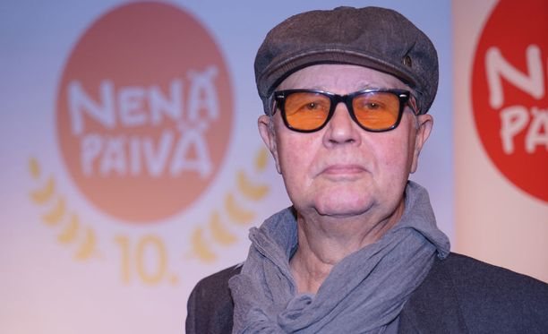 Timo Kojo tunnetaan pitkän linjan muusikkona, joka edusti Suomea muun muassa Euroviisuissa kappaleella Nuku pommiin.