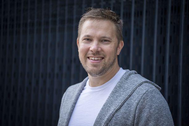 Juha Perälä tuli tunnetuksi Radio Suomipopin juontajana.