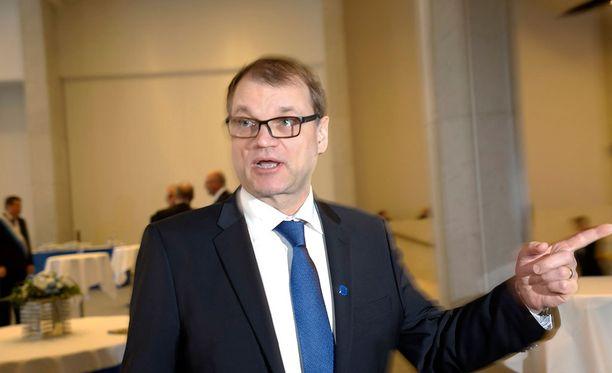 Pääministeri Juha Sipilän mukaan myöskin kirkon pitää kunnioittaa lainvoimaisia päätöksiä.