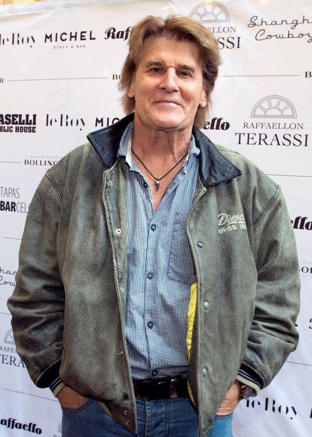 Laulaja Frederik aikoo lähettää Yön sudet -singlen ulkoministeriöön ja Venäjän suurlähetystöön.