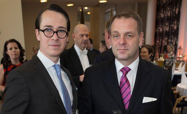 Carl Haglund ilmoitti jättävänsä rkp:n puheenjohtajuuden. Jan Vapaavuori (oik) ymmärtää Haglundin päätöstä.