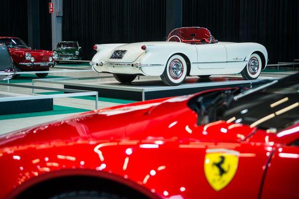 Chevrolet Corvette edusti amerikkalaista urheiluautoja. Mallivuosi ´55 oli ´Vetten ensimmäinen V8-moottorilla.