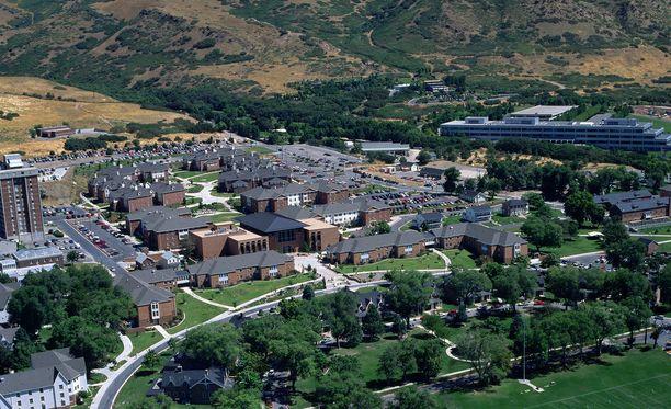 Utahin yliopiston kampuksella olevia opiskelijoita on kehotettu hakeutumaan suojaan, kunnes ampuja löydetään.