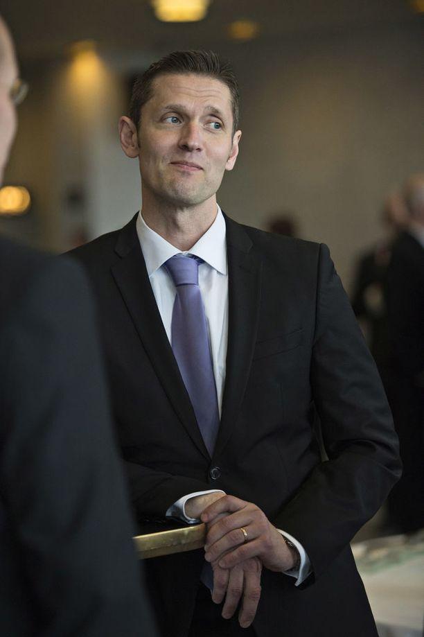 Sinuhe Wallinheimo toivottaa myös naiskiekkoilijat mukaan pelaajayhdistykseen.