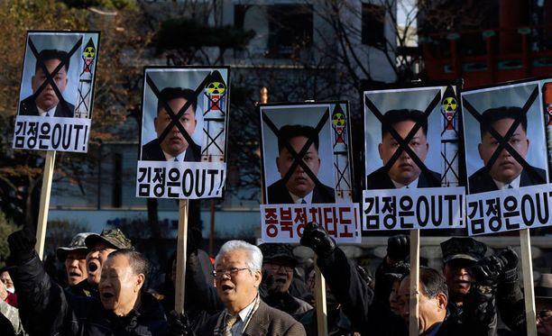 Etelä-Koreassa on protestoitu voimakkaasti rakettilaukaisua vastaan.