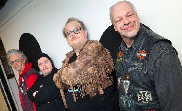 Menemme voittamaan. Jos voitamme, niin koko Suomi juhlii, sanoo yhtyeen kitaristi Pertti Kurikka (vas.).