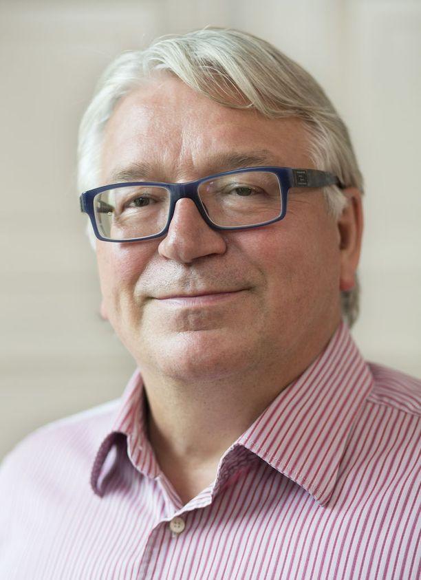 Kauppaneuvos Kyösti Kakkonen kritisoi valtionyhtiöiden toimitusjohtajien korkeita palkkioita.