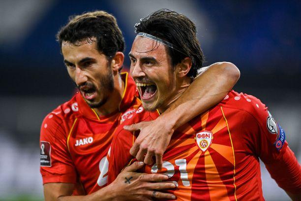 Pohjois-Makedonian Eljif Elmas juhlii voittomaaliksi jäänyttä 2–1-maaliaan.