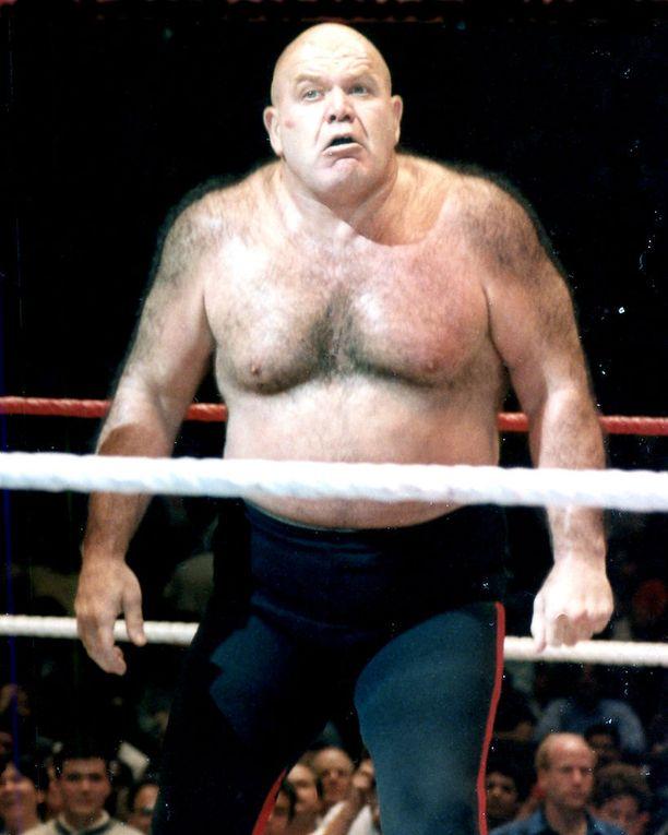 George Steelen ura showpainissa kesti yli kaksikymmentä vuotta (1967-1988). Showpaini tuli myös suomalaisille tutuksi 1980-luvulla, kun Eurosport näytti lajia.