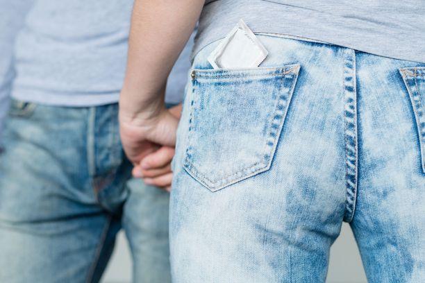 Kondomin käyttö suojaa monelta seksitaudilta.