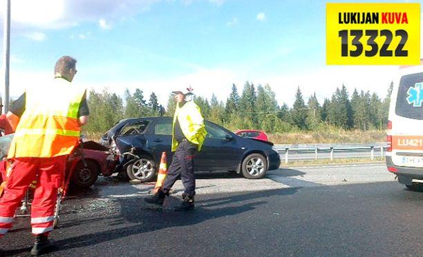 Viisi autoa törmäsi Vihdissä viideltä keskiviikkoiltapäivänä.