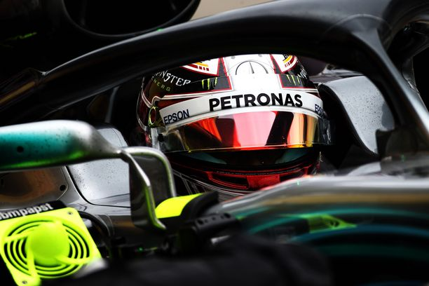 Lewis Hamilton oli omassa luokassaan Japanin GP:n kakkostreeneissä.