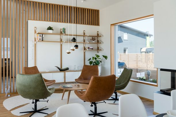 Vuoden 2018 Asuntomessuilla nähtiin hyvin vahvasti 70-lukua henkivä sisustus. Vihreää, ruskeaa ja puumarimaseinä.