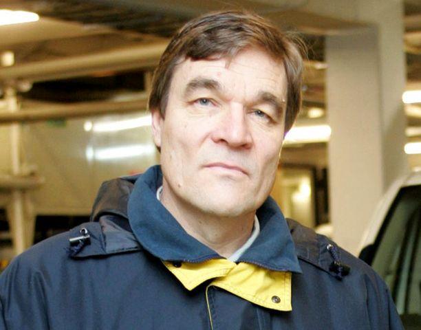 KIRPPUSIRKUS Kansanedustaja Kimmo Kiljunen on kiukkuinen kiusallisista matkatuliaisista mutta järkyttynyt Afganistanin tilanteesta. Luotiliivit olivat välttämättömät koko ajan.