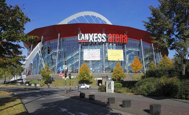 Leijonat pelaa illalla Kölnin jättihallissa. Lehtereille mahtuu 19 500 katsojaa.