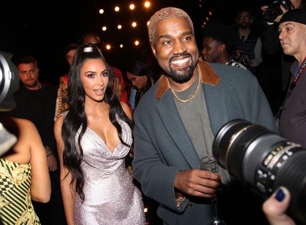 Kanye tietää, miten Kim yllätetään.