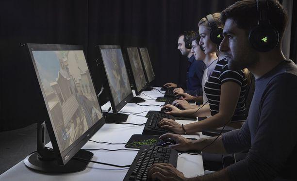 Yhdysvaltain asevoimat pyrkii värväämään enemmän väkeä videopelien avulla. Kuvituskuva.