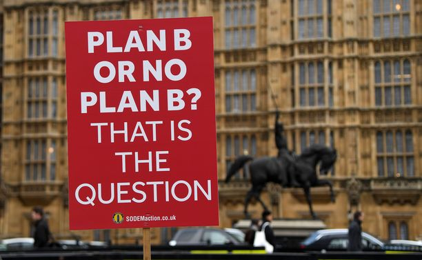"""Onko pääministeri Mayllä """"sunnitelma B:tä""""? Britannian yritykset eivät ole jääneet odottelemaan."""