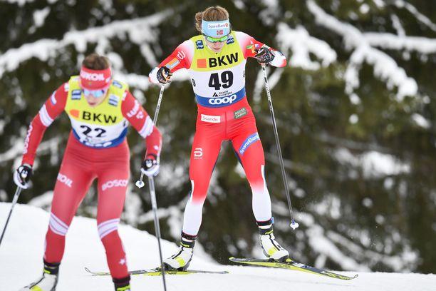 Magni Smedås (oikealla) hiihti sensaatiomaisesti kahdeksanneksi Davosissa.