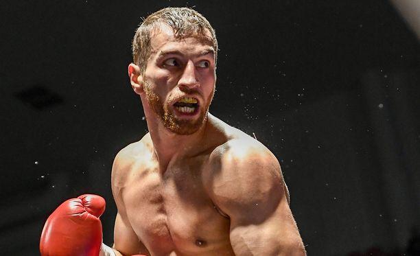 Edis Tatli puolustaa EM-vyötään elokuussa.