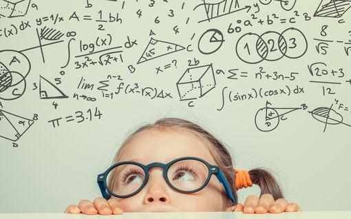 Huippuopettajan vinkki vanhemmille: Näin lapsi oppii matikkaa