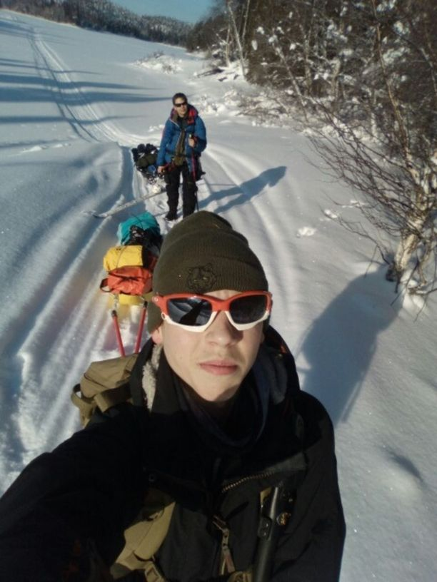 Eetu Harjanti ja Joonas Purola vaelsivat Karhunkierrosta. Eetu pääsi lopulta yksin maaliin. Saavutukseen ei moni 15-vuotias pysty.