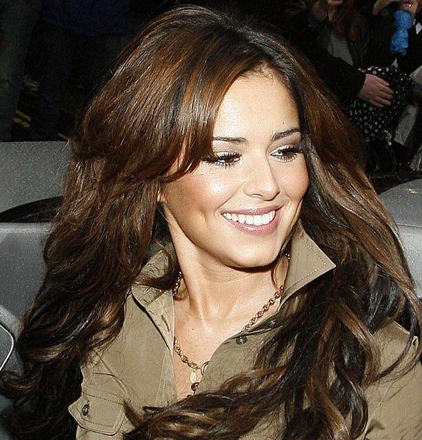 Cheryl Cole satsaa huuliinsa.