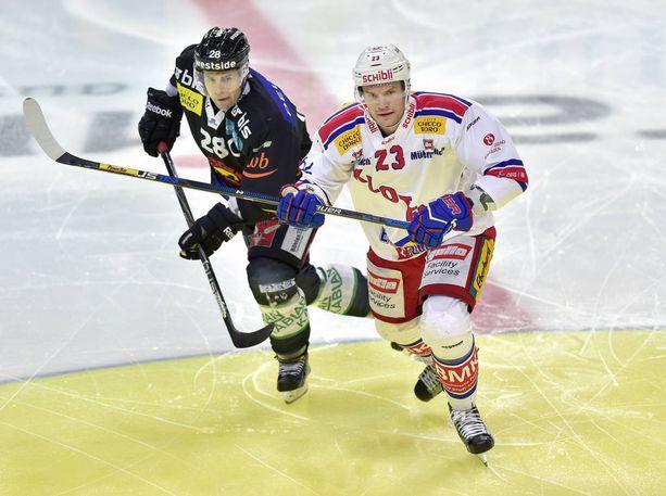 Tommi Santala (oik.) edusti Sveitsin liigan Klotenia kymmenen kauden ajan ja pelasi yli 400 ottelua lähes piste per peli -tahdissa.