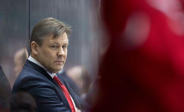 Jääkiekkovalmentaja Raimo Summasen vuosien liitto on päättymässä eroon.