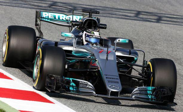 Valtteri Bottas oli ensimmäisten testien toiseksi nopein kuski.