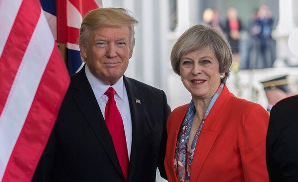 Britannian pääministerin Theresa Mayn mukaan Yhdysvaltain presidentti Donald Trump tukee Natoa.