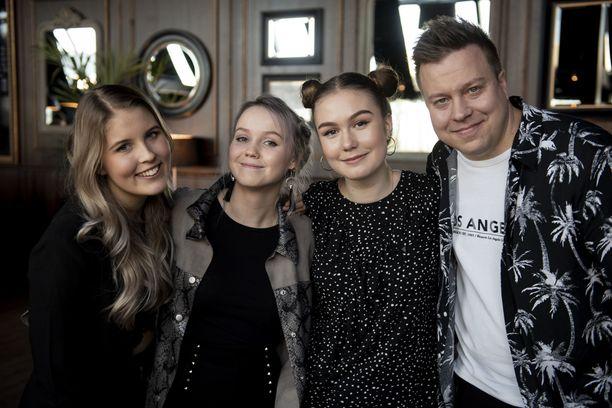 Veera Vento, Wilma Avanto, Linda Smirnova ja Markus Salo haluavat kunnioittaa Ollin muistoa perjantaina laulamalla mahdollisimman hyvin.