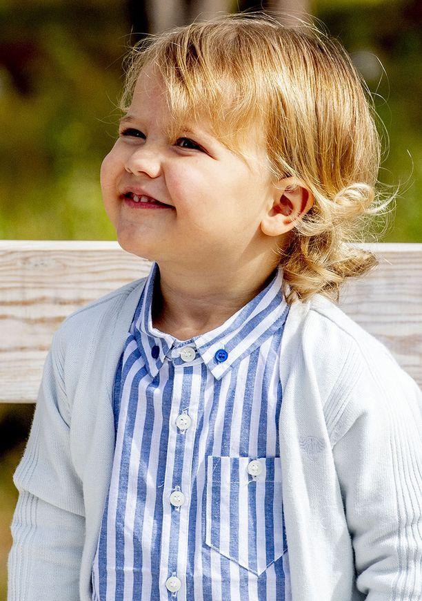 Alexanderilla suloiset kiharat ihastuttavat.