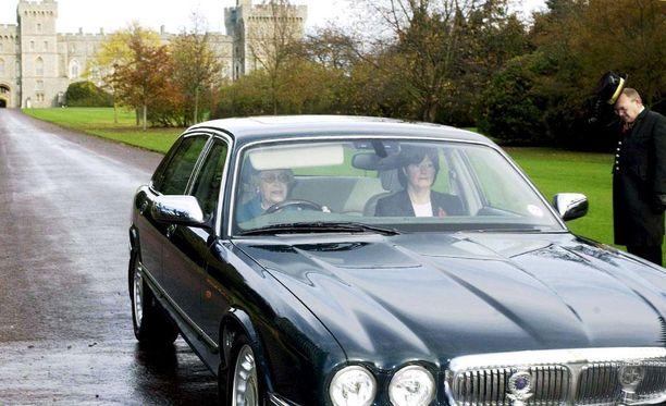 Daimler V8 oli kuningatar Elisabet II:n henkilökohtaisessa käytössä.