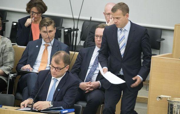Eduskunta aloittaa keskiviikkona Juha Sipilän johtaman hallituksen ilmastopolitiikkaa koskevan selonteon käsittelyn.