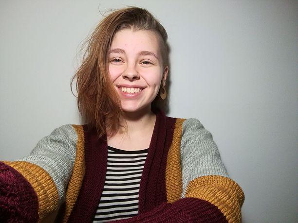 Iida Virtanen opiskelee kielentutkimusta Turussa ja inarinsaamea Saamelaisalueen koulutuskeskuksessa.