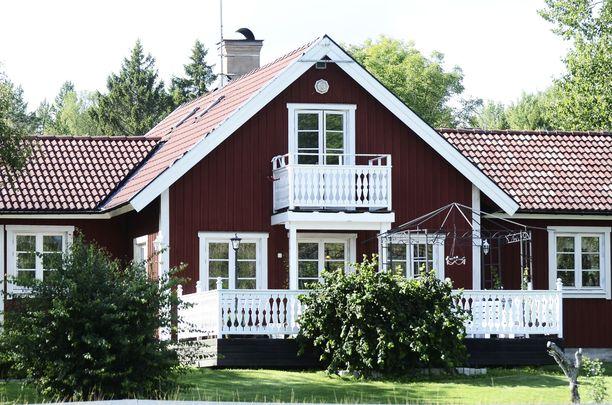 Kahden vantaalaisen miehen epäillään murtautuneen Heinolan alueella kolmeen eri huvilaan sekä Hämeenlinnassa kahteen huvilaan.  Kuvituskuva.